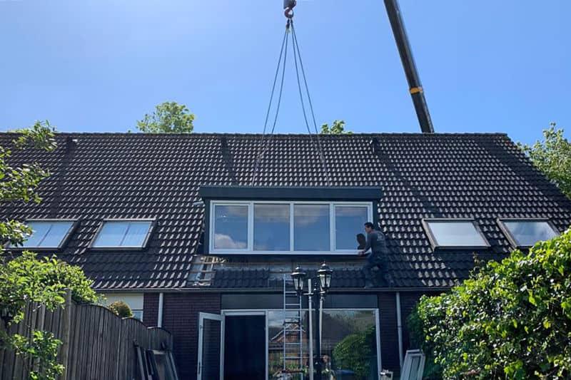 Dakkapel Tilburg plaatsen antraciet met witte kozijnen 3